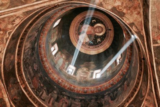 Kleinste Kirche Bukarests mit tollem Lichtspiel