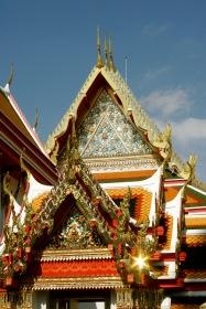 Bangkok: schimmernder Palast