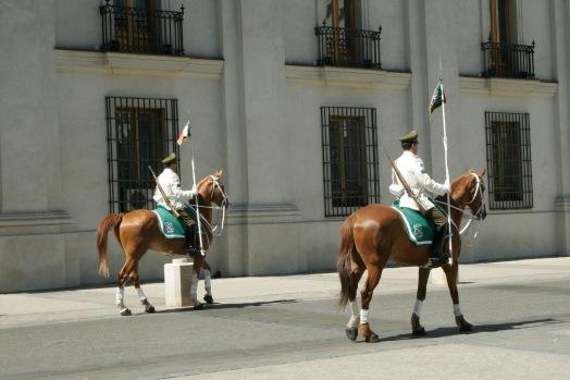 Pferde vorm Palast in Santiago de Chile