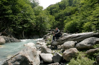 Verschnaufpause am Fluss im Torres del Paine