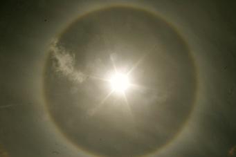 Mystischer Kreis um die Sonne auf der Osterinsel