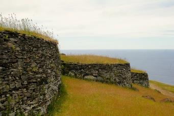 Nachgebildete Häuser der Moai auf der Osterinsel