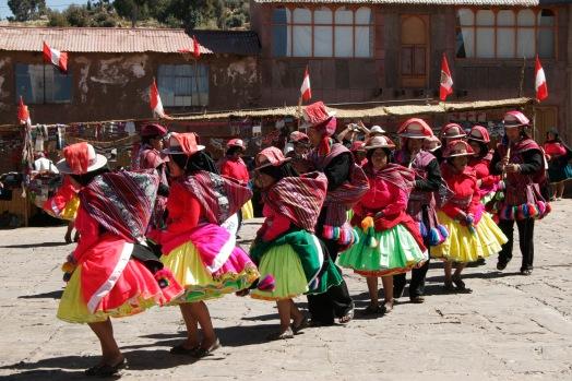 Titikakasee: Typischer Tanz auf Taquile
