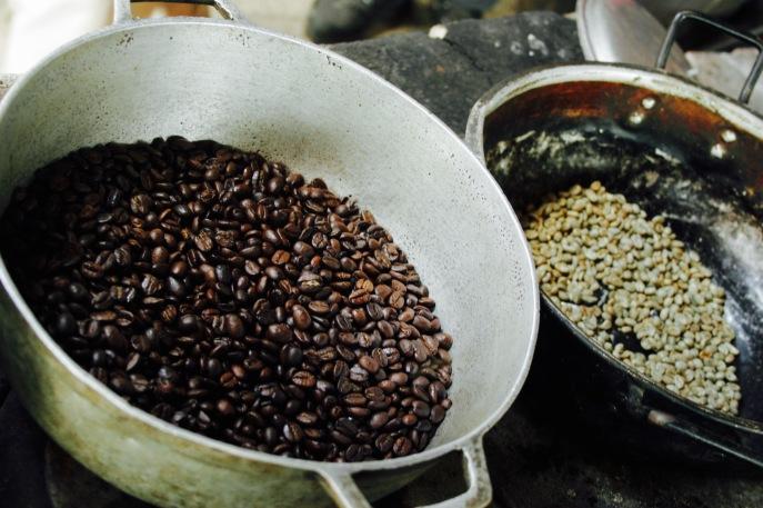 Kaffeefarm von Don Elias: vor und nach dem Rösten