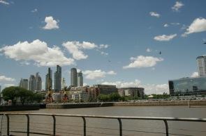 Entlang des Flusses in Buenos Aires