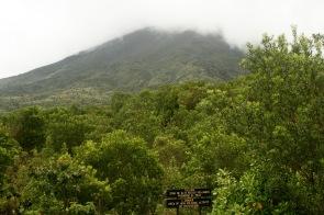 Vulkan Arenal versteckt sich hinter den Wolken