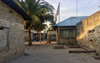Armut in Nungwi wenige Meter vom Strand entfernt