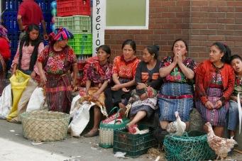 """Chichicastenango Markt: """"frische"""" Hühner"""