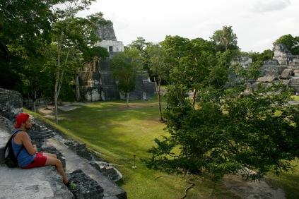Ruinen Tikals in den Abendstunden