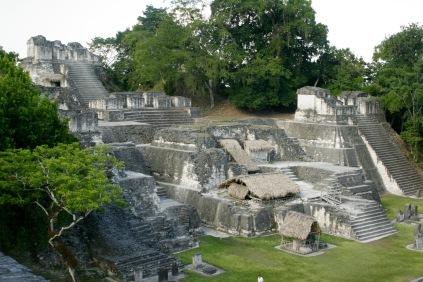 Ruinen Tikals bei Flores