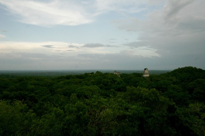 Maya-Ruinen bei Sonnenuntergang