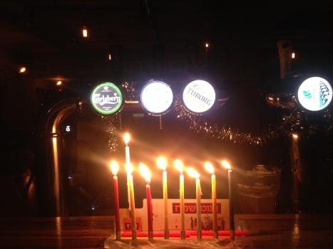 Entzünden der Schabbat-Kerzen
