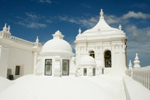 Strahlend weiße Kathedrale in Leon