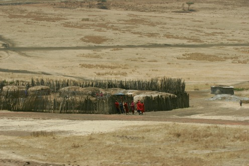 Massari Siedlungen inmitten der tansanischen Steppe