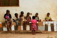 Spielende Kinder auf Sansibar