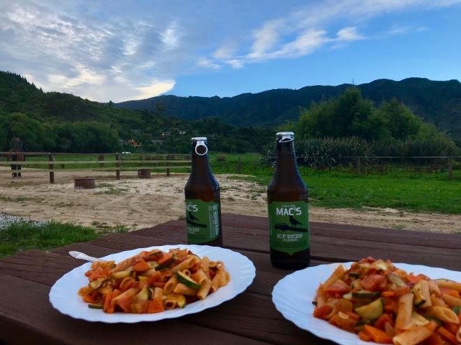 Abendessen am Campingplatz im Abel Tasman