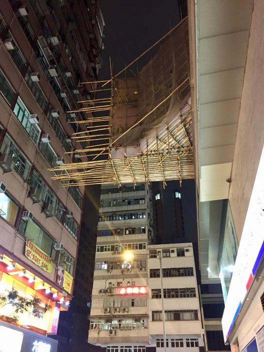 Gefährlich aussehende Baukontruktionen