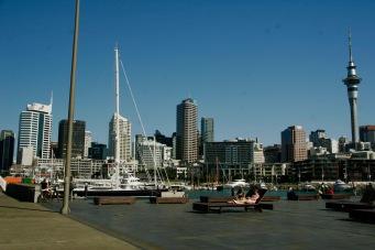 Am Hafen entlang der Viaduct Wharf