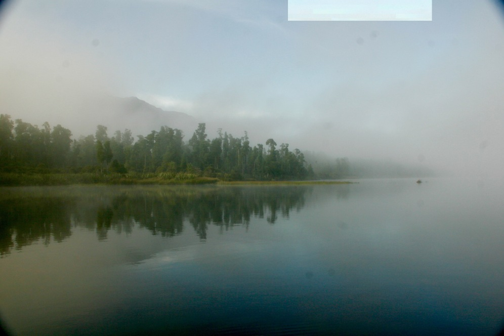Morgendlicher Nebel über dem Lake Paringa