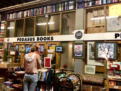 Buchladen beim Nachtmarkt in Wellington
