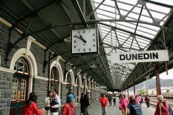 Am Bahnhof in Dunedin