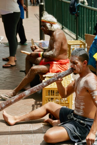 Aborigines beim musizieren in Sydney