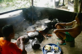 Kochstelle im Dschungelcamp