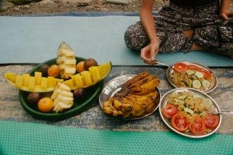 Mittagessen und Unmengen an Früchten