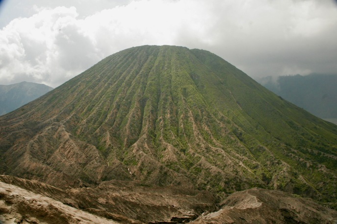 Mount Batok neben Mount Bromo