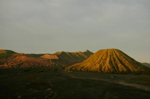 Mount Bromo und Mount Batok beim Sonnenaufgang