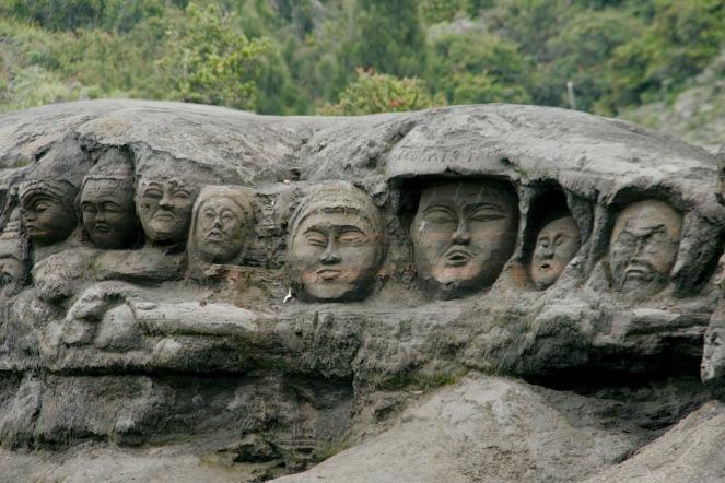 Skulpturen in der Mount Bromo Lava