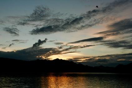 Spektakulärer Sonnenuntergang auf dem Schiff