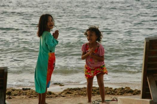 Tanzende Kinder auf Gili Air