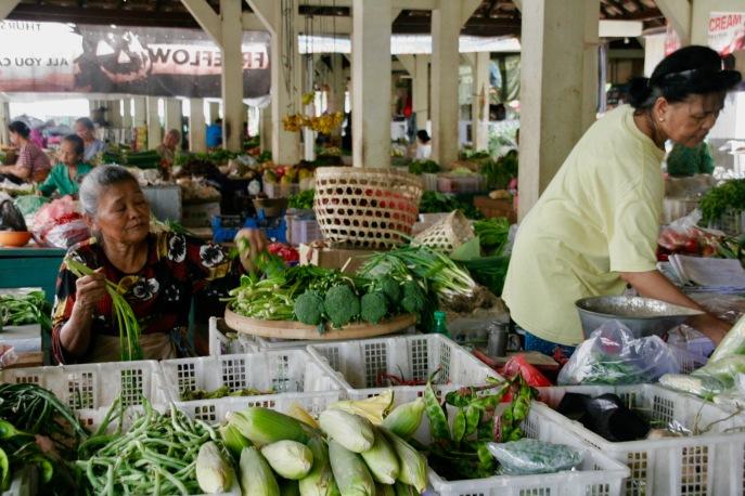 Verkäuferinnen beim Vogelmarkt