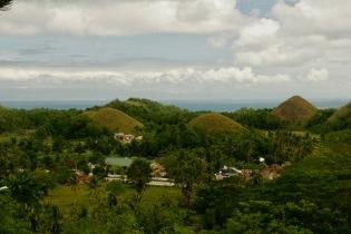 Aussicht auf die Chocolate Hills beim Sagbayan Peak