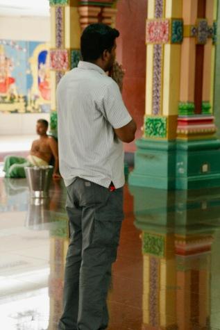 Gebet im Tempel Kuala Lumpur