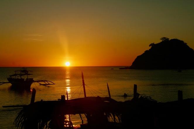 Herrlicher Sonnenuntergang am Calitang Strand