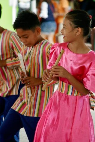 Nahaufnahme der tanzenden Kinder