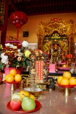 Opfergaben im bhuddhistischen Tempel