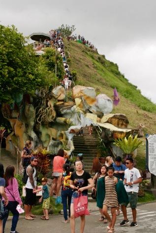 Touristenmassen bei den Chocolate Hills