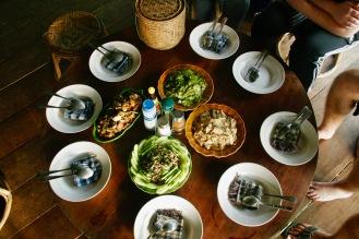 Abendessen im Baumhaus in Laos