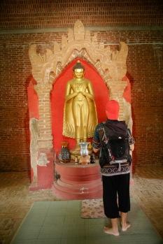 Alex farblich abgestimmt auf den Bu Paya Tempel