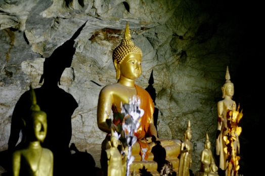 Aufnahmen mit Hilfe der Taschenlampe in der oberen Höhle
