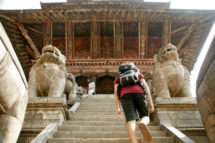Aufstieg zum Nyatapola Tempel in Bhaktapur