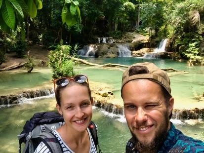 Bei den wunderschönen Kuang Si Wasserfällen