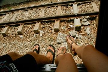Beine aus dem Zug baumeln lassen - nur in Asien möglich