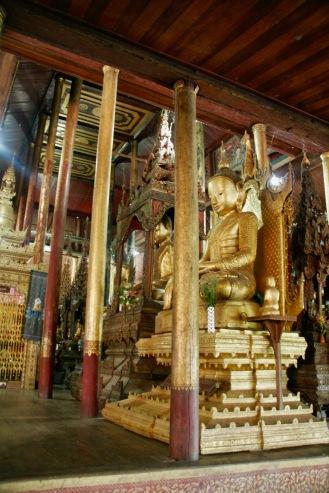 Buddha Figuren im Jumping Cat Monastery