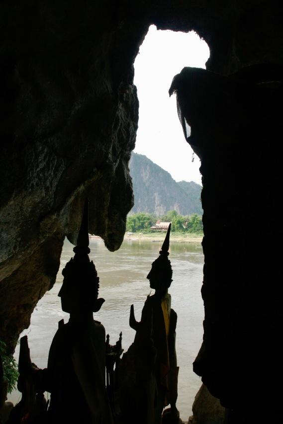 Buddhas in der unteren Höhle