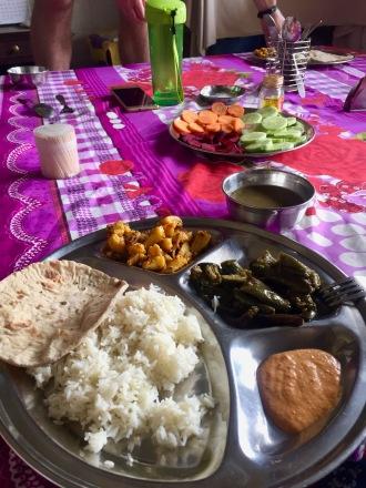 Dal Bhat und leckere Beilagen gekocht von Niru und Komala