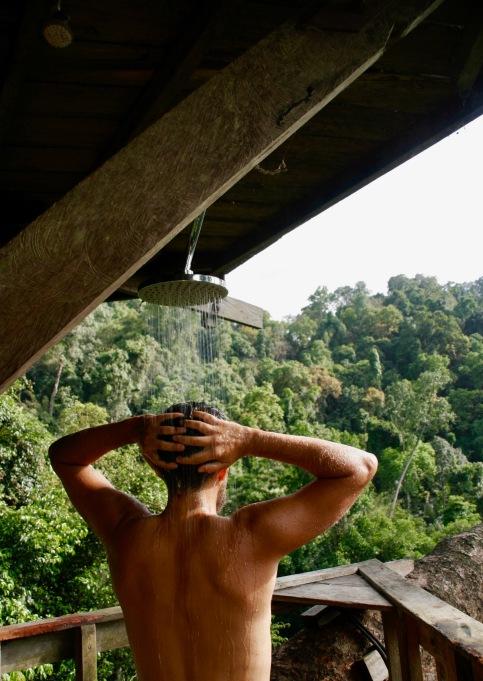 Duschen inmitten des Dschungels in Laos